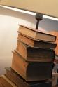 lampa z książek