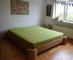 dębowe łóżko z pieńków