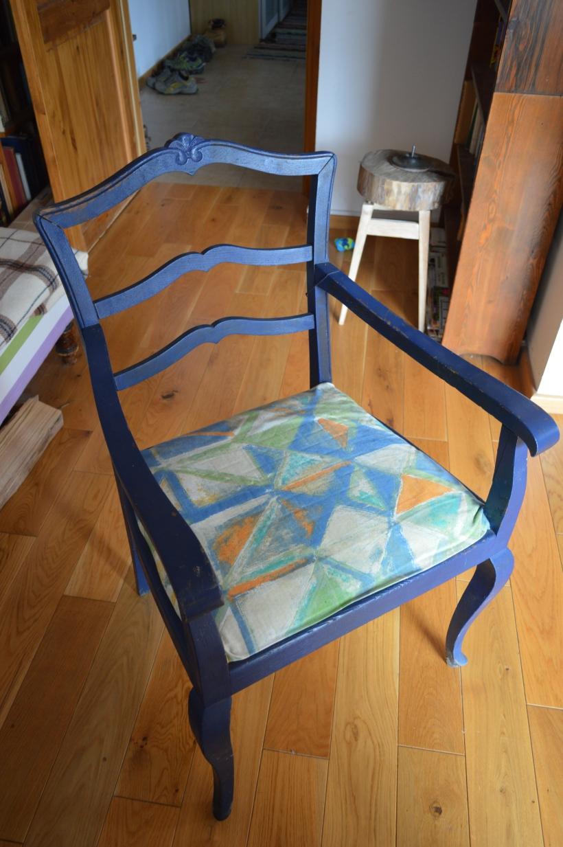 drewniany fotel przed renowacją