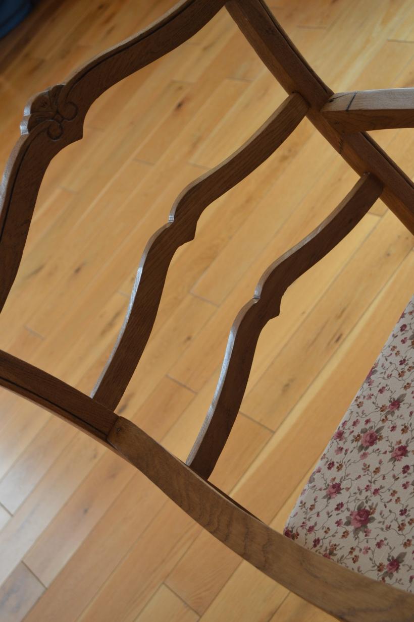 drewniany fotel po renowacji
