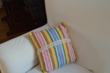 kolorowa poduszka z koronką