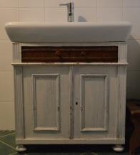 szafka pod umywalkę ze starej komódki