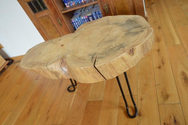 jesionowy stolik z plastra