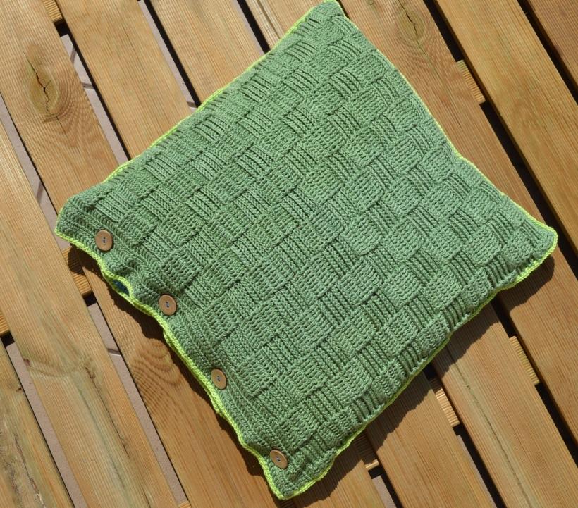 zielona poduszka włóczkowa