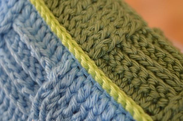 niebiesko-zielona powłoczka sydełkowa
