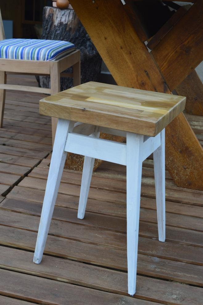 drewniany taboret