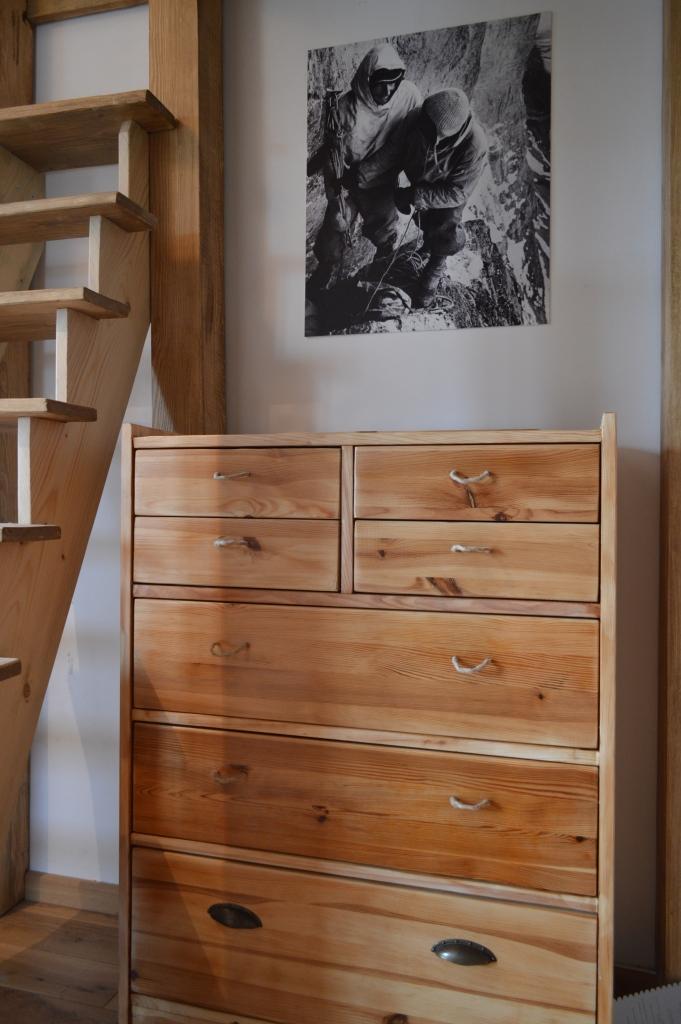 drewniana komoda po przeróbkach
