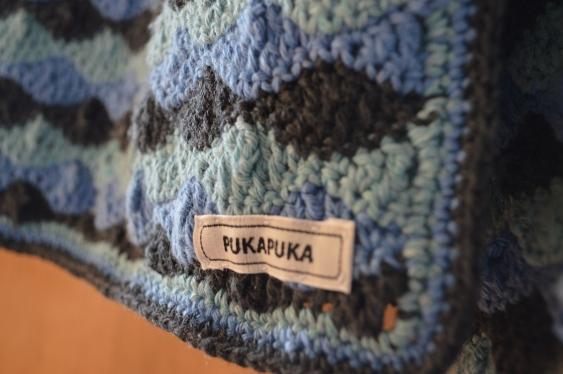 szydełkowy sweter w fale