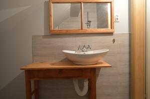 łazienka z drewnem