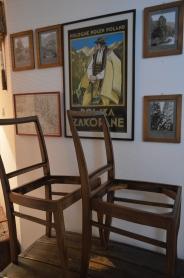 szkielety krzeseł