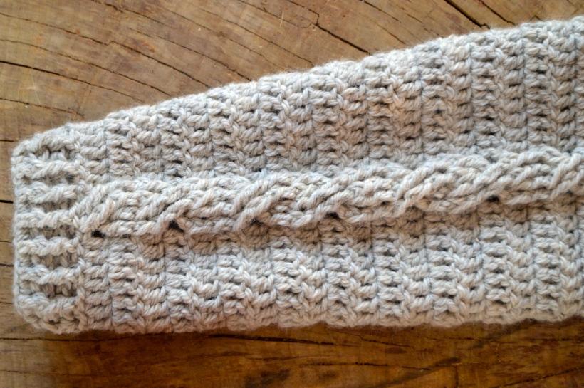 wełniany sweter w warkocze