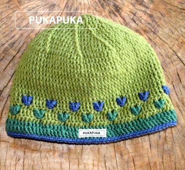 zielona czapka z serduszkami