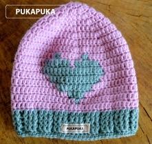 różowa czapka z serduszkiem