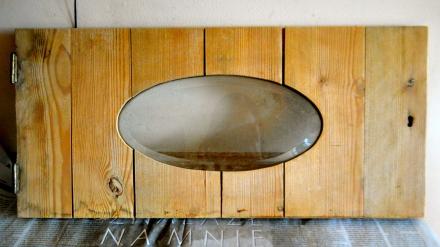 stare drewniane drzwiczki