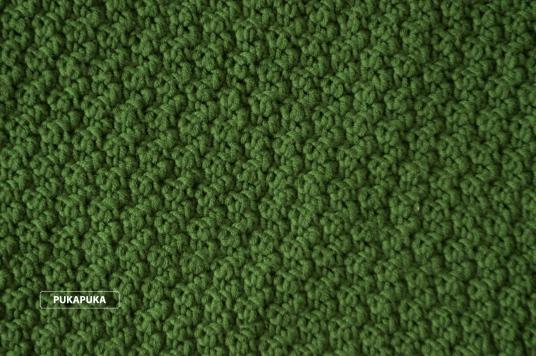 zielony koc wełniany ręcznie robiony