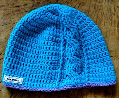 szydełkowa czapka z warkoczem