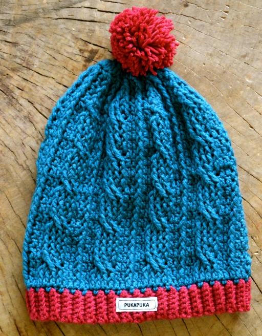 wełniana czapka w warkocze