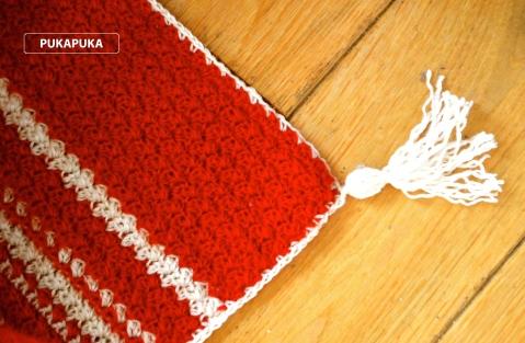 czerwony kocyk szydełkowy
