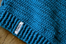 sweter wełniany na szydełku